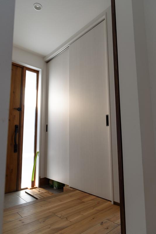 玄関 採光 下駄箱