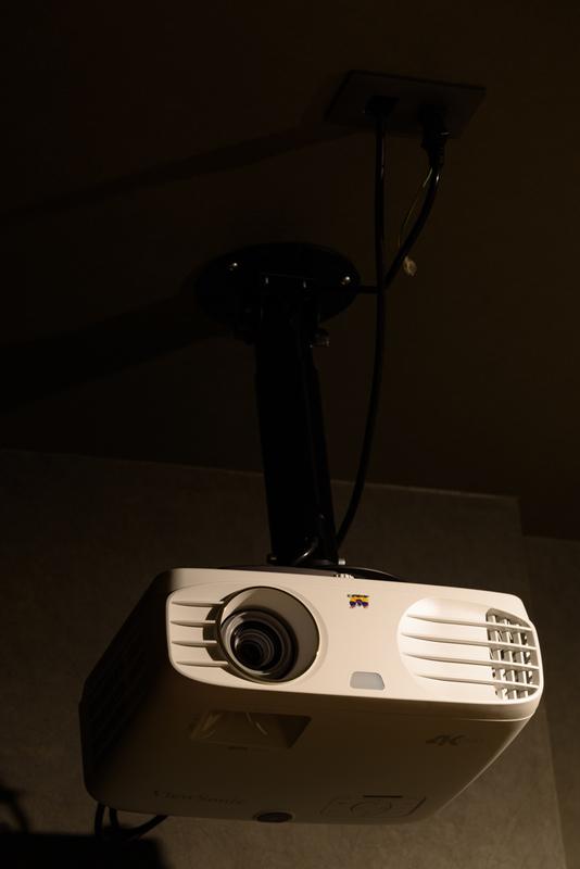 プロジェクター ViewSonic PX727-4K 100インチ シアタールーム ホームシアター