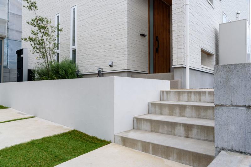 駐車場 階段 モルタル 玄関近い 玄関