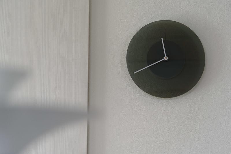 LDK 壁掛け時計 シンプル 文字盤の色が変わる DUSK ダスク Kickstarter