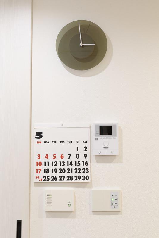 DUSK 壁掛け時計 シンプル 文字盤の色が変化 ライトコントローラ ライコン コイズミ