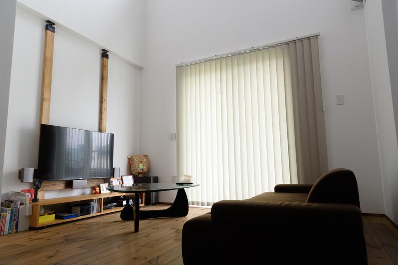 リビング ハイセンス ラブリコ テレビ壁掛け ニチベイ アルペジオ バーチカルブラインド 縦型ブラインド ウォームグレイ A7748 コーヒーテーブル