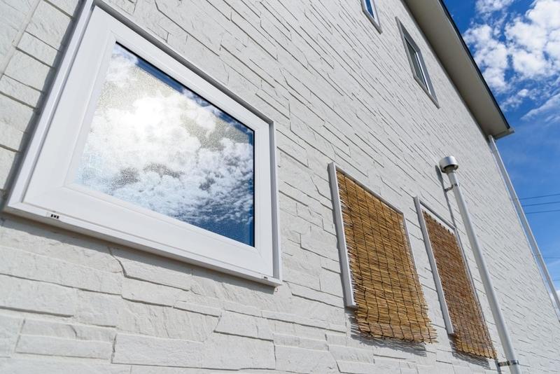 西日対策 猛暑対策 縦すべり出し窓 遮熱 簾 すだれ YKK APW330 ホワイト ネオロック 光セラ16 ニューレイヤーレリーフ マーチチタンホワイト NH3856A