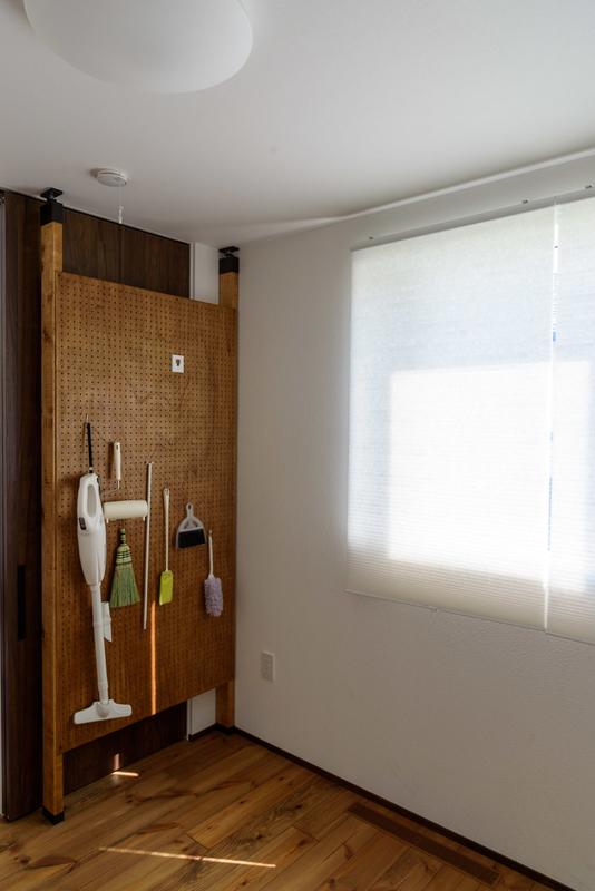 IKEA HOPPVALS 断熱ブラインド DIY 有孔ボード パンチングボード 壁 ラブリコ ツーバイフォー 2×4