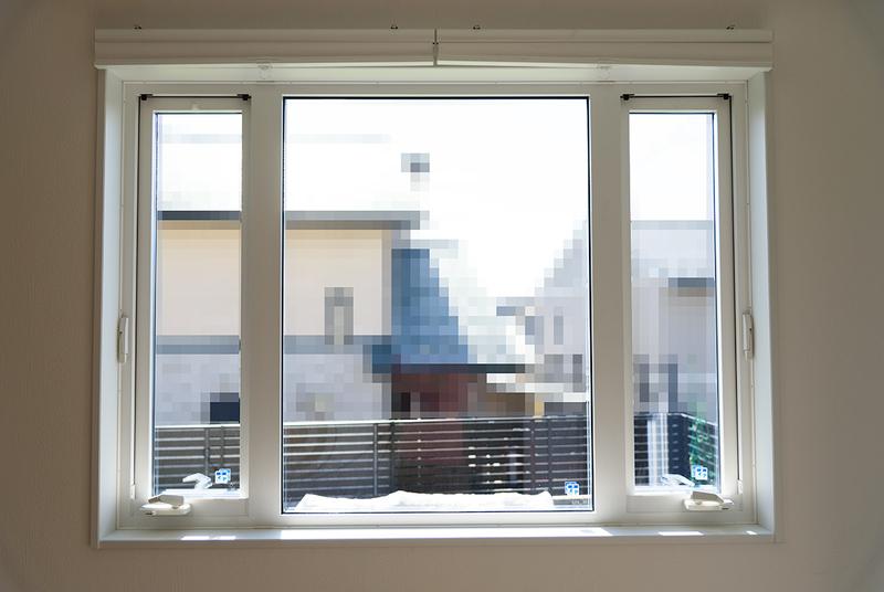 YKK APW330 樹脂サッシ 三連窓 たてすべり出し窓 オペレーターハンドル IKEA HOPPVALS 断熱ブラインド