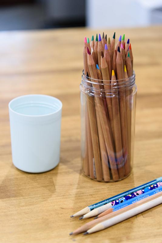 無印良品 色鉛筆 底が抜けた 代わり 代品 セリア ボトル型ペンケース スタンド