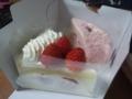 南里侑香さんのお誕生日のお祝いに、さくらのケーキといちごのケーキ