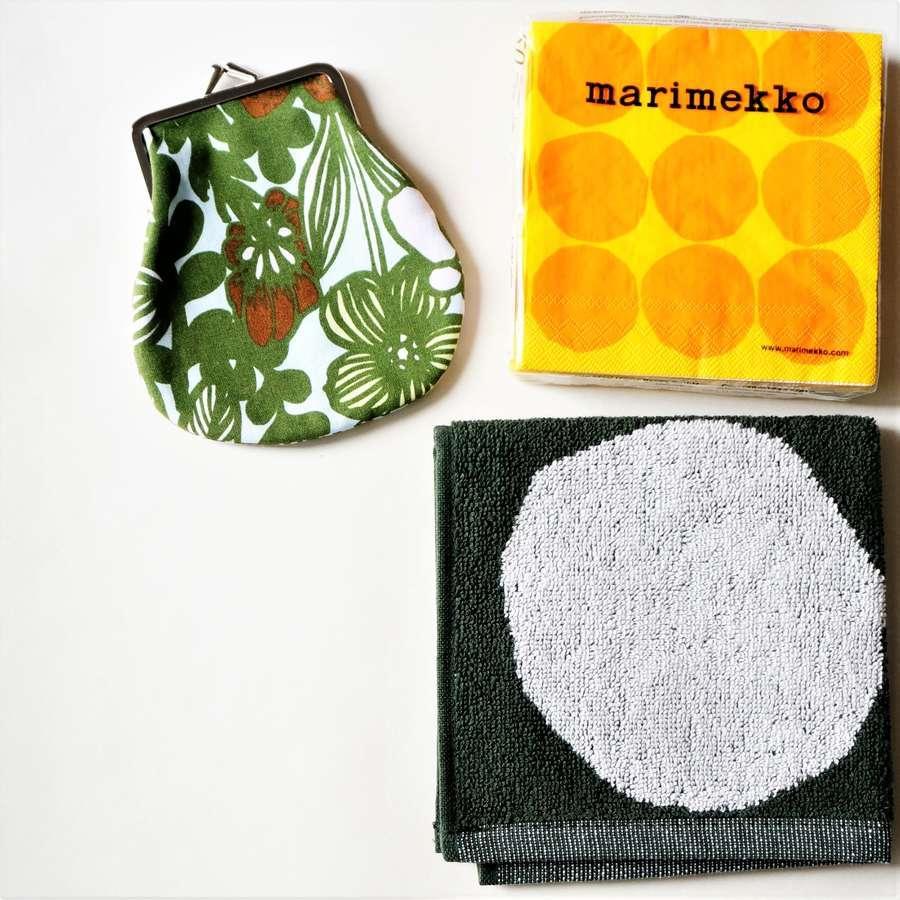 マリメッコのお土産のペーパーナプキンとがま口ポーチとミニタオル