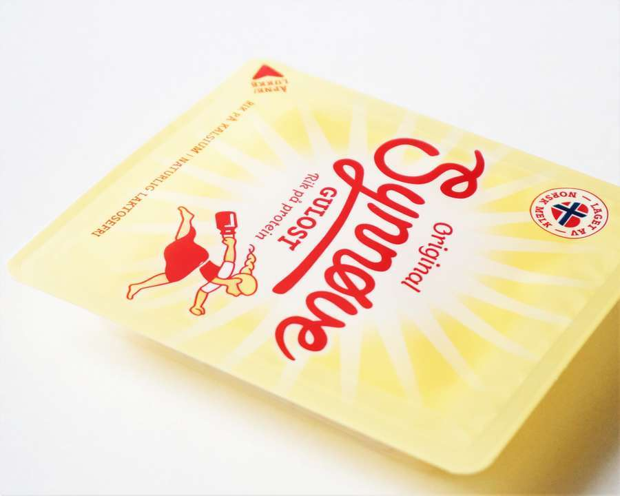 シュノーベ・フィンデン社のチーズのパッケージデザイン