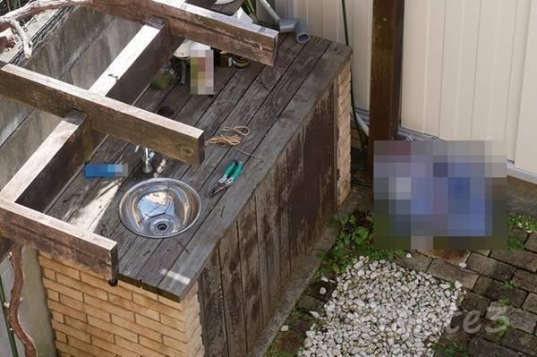 庭のガーデンシンクの洗浄前上から汚れている