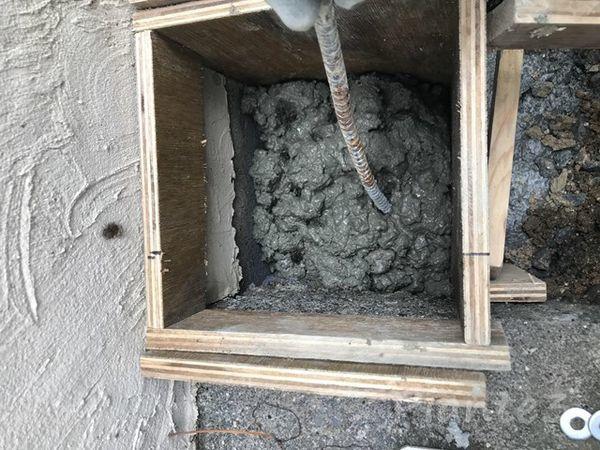 DIY基礎型枠へコンクリート投入