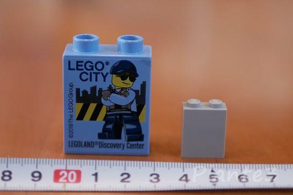 LEGO通常サイズとDUPLOのブロックの大きさを比較した写真