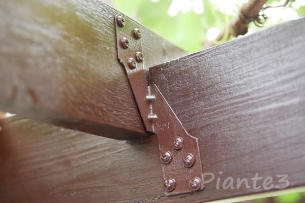 シンプソン金具ハリケーンタイで垂木を固定した写真