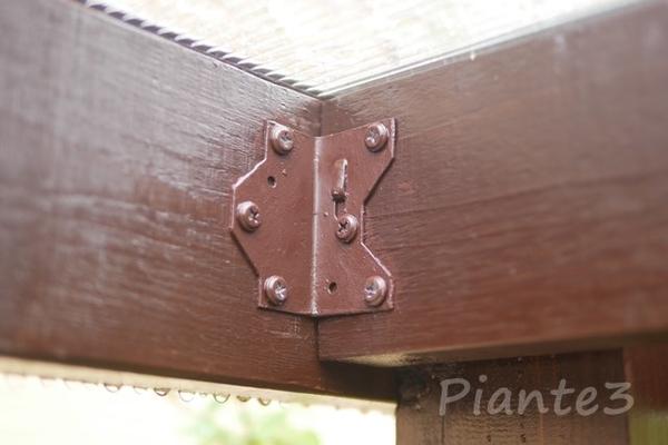 垂木をシンプソン金具で取り付けした写真