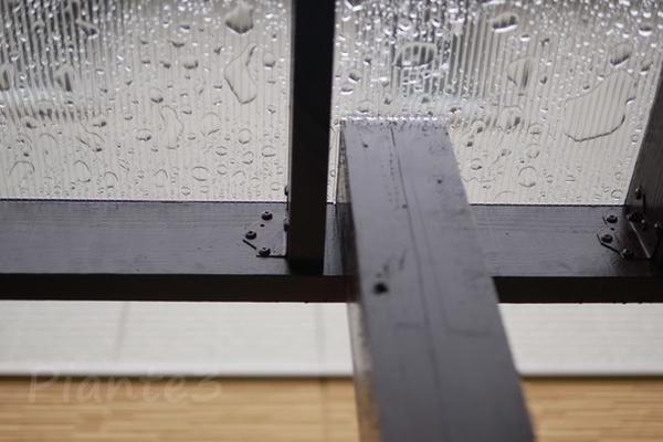 垂木の固定を柱から離した写真
