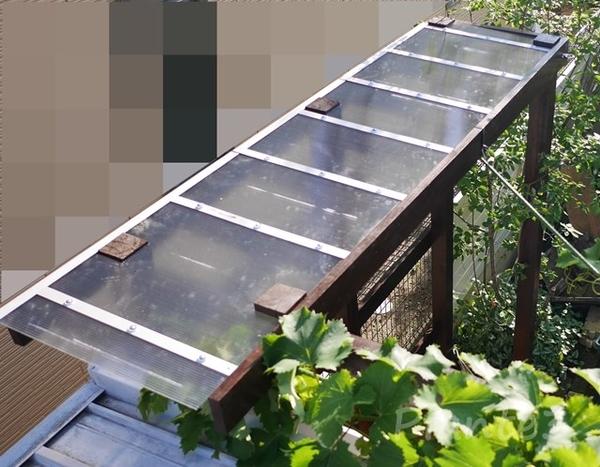 シーティングアーバーWith多肉棚の完成した屋根の写真