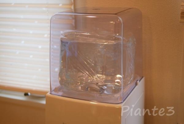 フレシャス天然水9.3ℓボトルをセットした写真