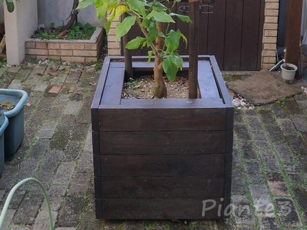 DIYした移動式木製鉢カバー