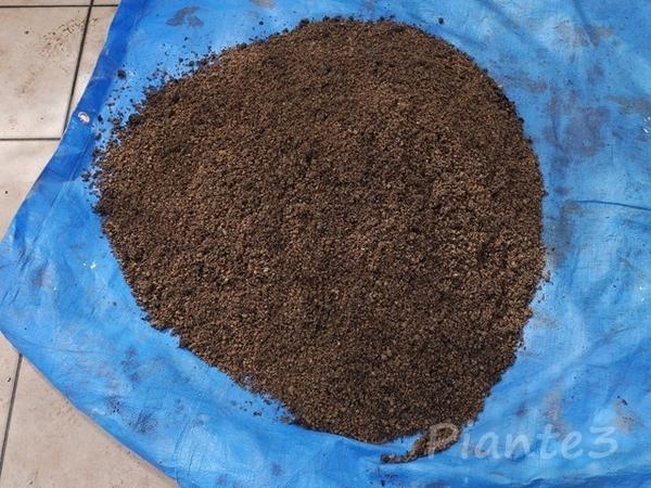 真砂土と堆肥を混ぜ終えた所