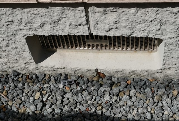 住宅基礎の通風孔の写真