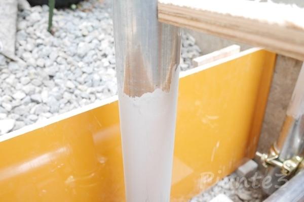 ローバルシルバーで塗装した単管パイプ