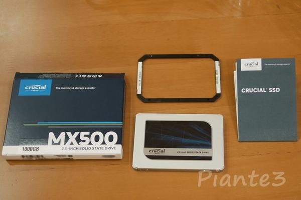 Crucial SSDのセット内容