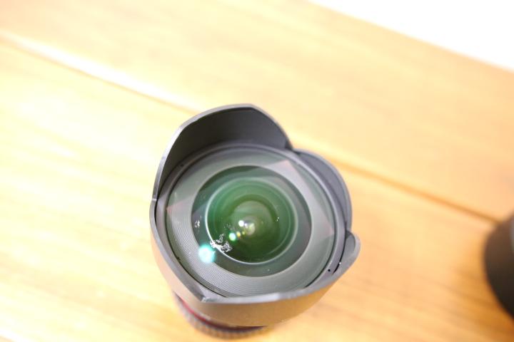 SAMYANG  14mm F2.8のレンズ表面のキズ