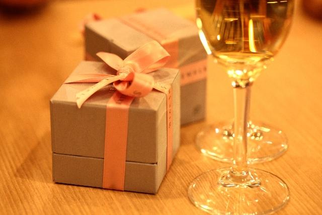 プレゼントとワイン