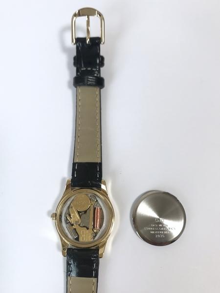 シチズン腕時計の電池交換後に裏ブタをする画像