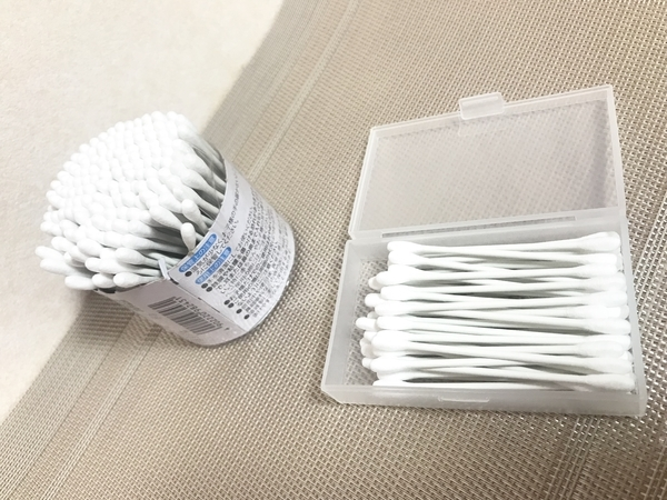 セリアのカードケースに詰め替え用綿棒を収納