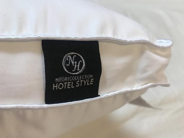 ニトリのおすすめのホテルスタイル枕スタンダードのロゴタグ写真