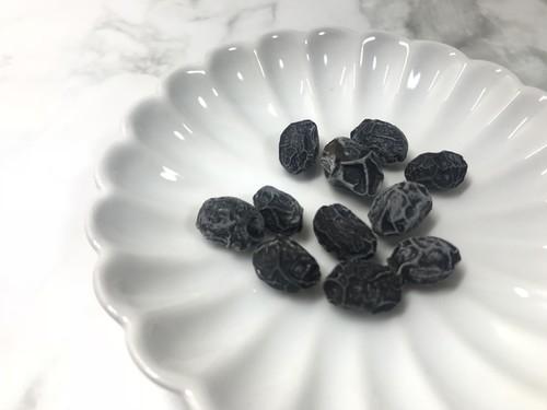 100円ショップセリアの花型の白い菊皿の画像