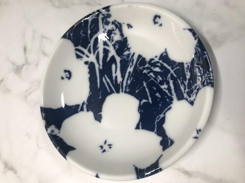 ユニクロUTグッズのアンディーウォーホルのフラワー柄の豆皿の画像