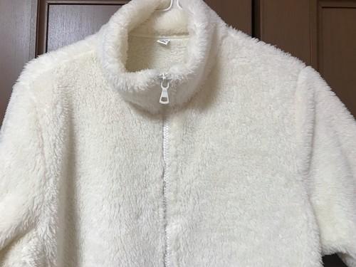 ユニクロレディースのファーリーフリースフルジップジャケットの肩幅の画像