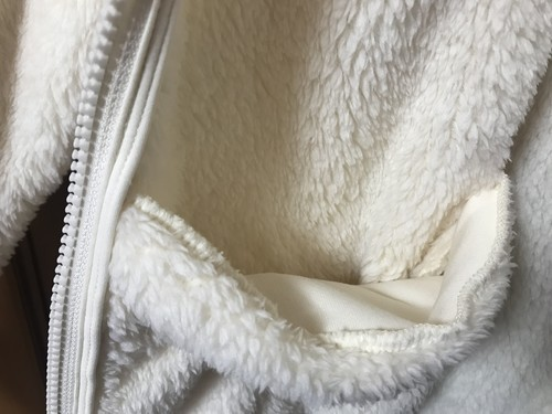 ユニクロのファーリーフリースフルジップジャケットの外ポケット画像