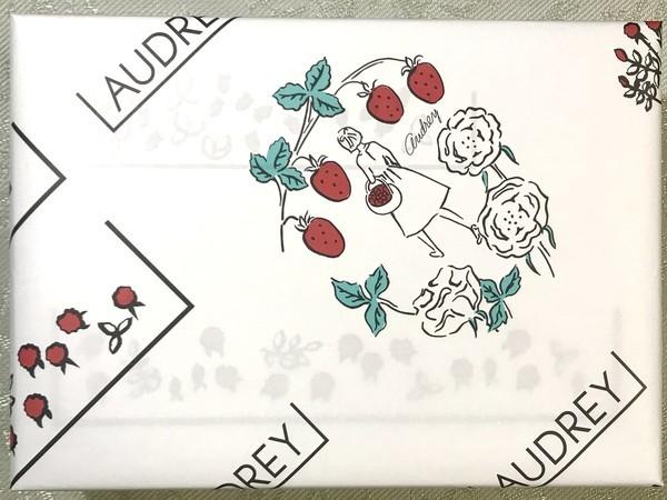 苺スイーツ店オードリーのロゴ包装紙のデザイン画像