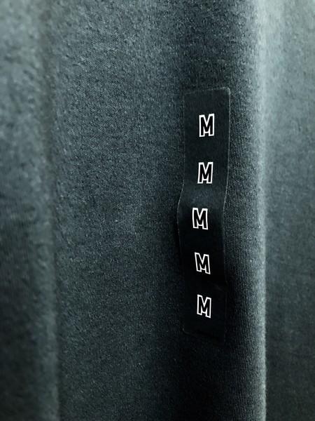 ユニクロ商品に貼ってあるサイズシールの画像
