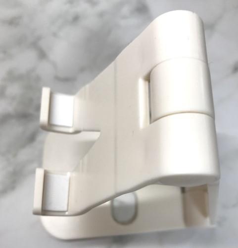 100均ダイソーの充電しながら置ける折りたたみ式スマホスタンド