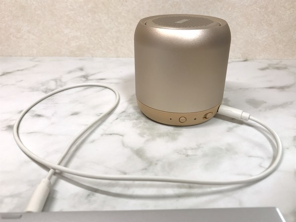 Anker Soundcore miniとパソコンをコードで有線接続する使い方