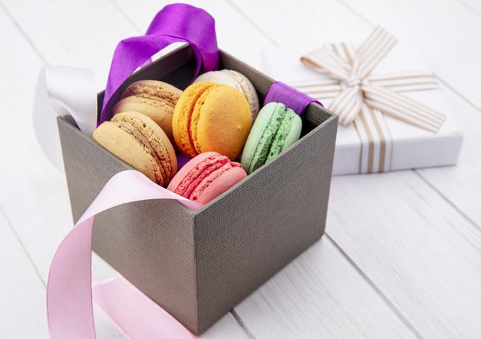 《お菓子とデザイン》ピエール・エルメ、フラワーアーティスト東信氏デザインのマカロンパッケージなど3選