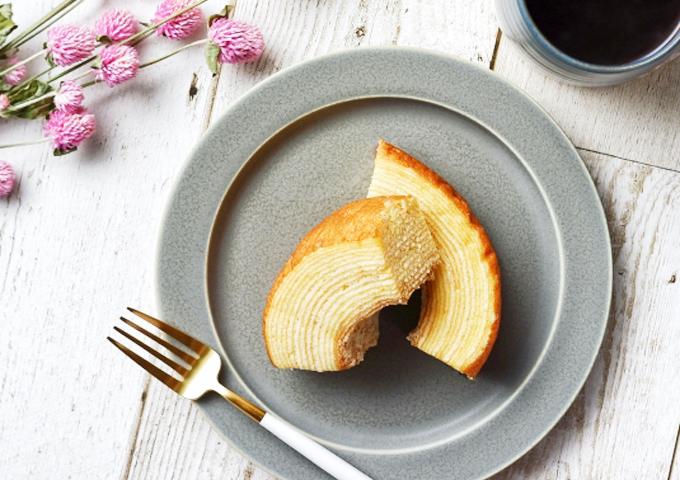 《お菓子とデザイン》ホレンディッシェ、黄色や白色の花達がポップでおしゃれなバウムクーヘンパッケージなど3選