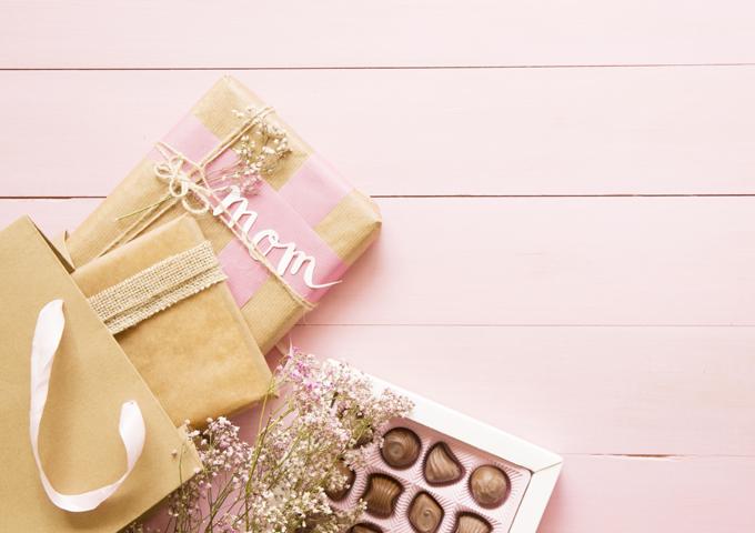 """《お菓子とデザイン》ゴディバの""""母の日""""、フラワーデザイナー""""ニコライ バーグマン""""とのコラボが華やかなチョコレートパッケージなど3選"""