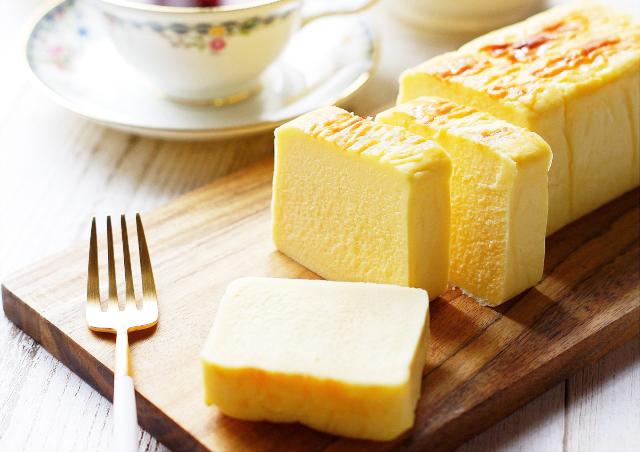 《お菓子とデザイン》グラマシーニューヨーク、黒を基調に洗練されたデザインが目を引くチーズケーキパッケージなど3選