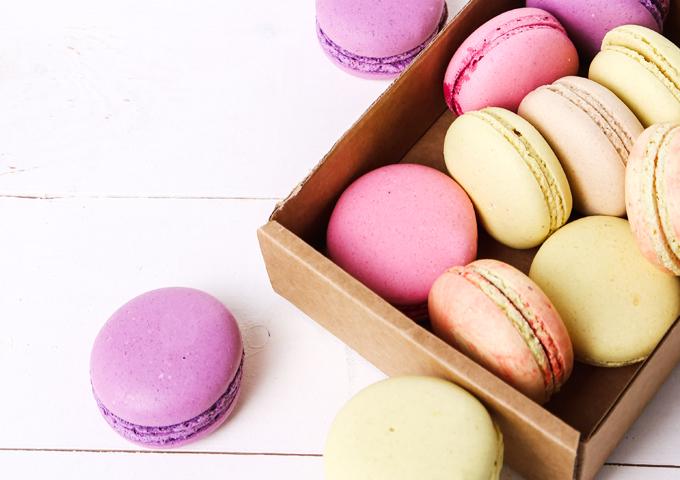 《お菓子とデザイン》ピエール・エルメ・パリ、フラワーデザイナー東信氏が手掛けるマカロンパッケージなど3選