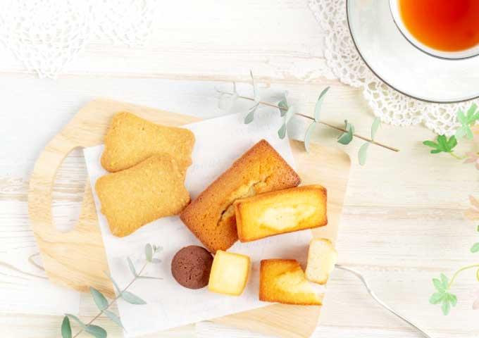 《お菓子とデザイン》ビスキュイテリエ ブルトンヌ【母の日】、可愛いポピーの花束が描かれた焼き菓子パッケージなど3選
