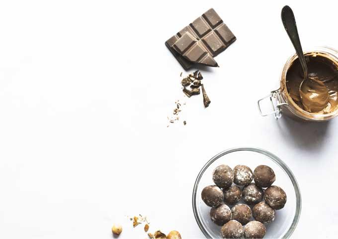 《お菓子とデザイン》デメル【贈り物】、ビンテージ風のイラストがお洒落なチョコレートパッケージなど3選