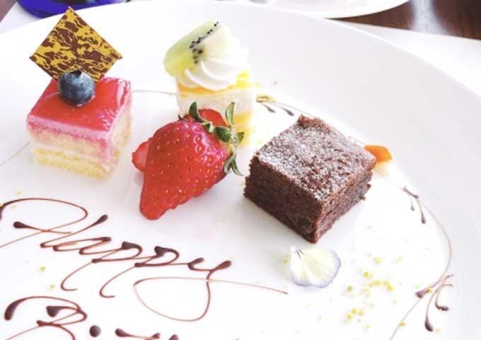 《お菓子とデザイン》パティスリー・サダハル・アオキ・パリ【贈り物】、シンプルな色合いがお洒落なケーキパッケージなど3選