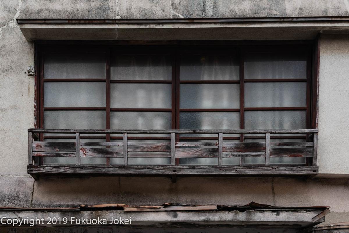 古い窓のスナップ写真の画像
