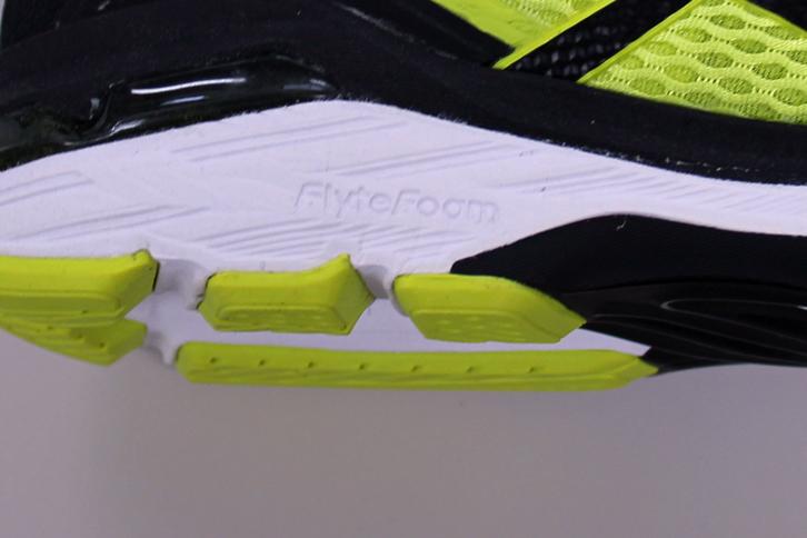 GT-2000 New York 6のFlyteFoamの印字