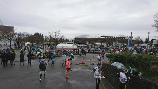 長野マラソンのスタート会場である長野運動公園の様子